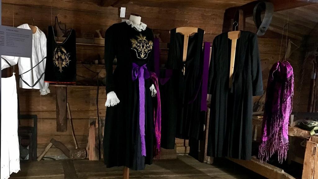 In un libro la storia dell'abito walser di Macugnaga: nero in ricordo di un lutto del Seicento