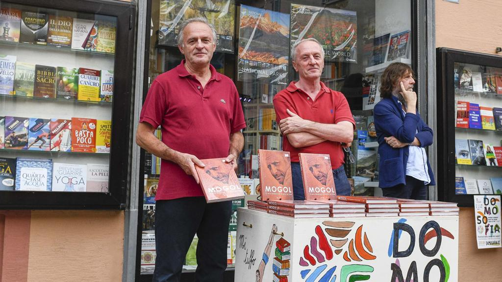 """Da cinquant'anni la famiglia Grossi in mezzo ai libri: """"Amiamo raccontare l'Ossola"""""""
